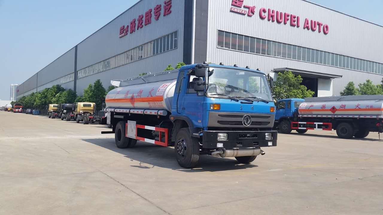 东风153批量油车订单交货